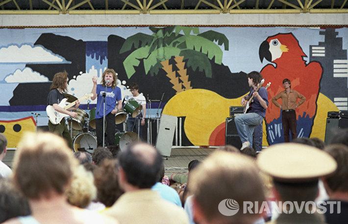 Выступление рок-группы в День защиты окружающей среды в парке Горького (1988 год)