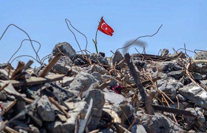 На развалинах снесенных при реконструкции площади Таксим строений