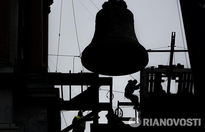 Установка колокола на звонницу Исаакиеевского собора