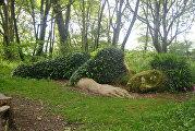 Англия, затерянные сады Хелига, скульптура Спящая девушка