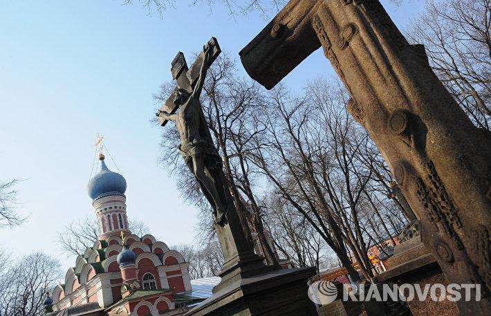 Надгробия на Донском кладбище в Москве