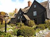 Британский стиль (Дом о семи фронтонах в штате Массачусетс)