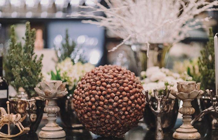Новогодний ореховый шар
