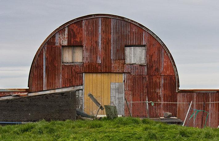Суровый ангар из Исландии